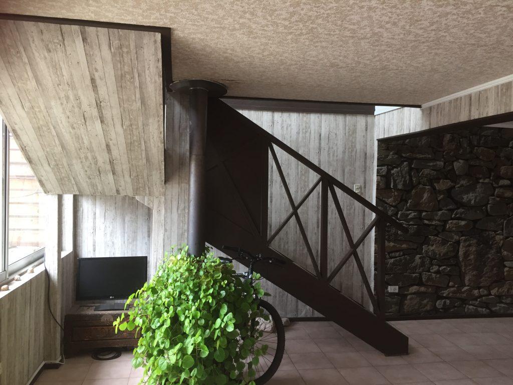 Fotomural piedra y madera8